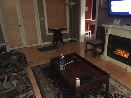 Harrison House Suites: photo1.jpg