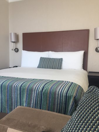 Southern Sun Elangeni & Maharani: Comfortable , spacious room
