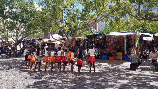 Κέιπ Τάουν, Νότια Αφρική: afterwards have a walk around market square lots of great souvenirs to buy and entertainmen