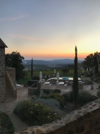 Sant'Angelo in Colle, Italia: Sunset from our room.