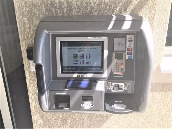 Uster, Suiza: Check-in Machine