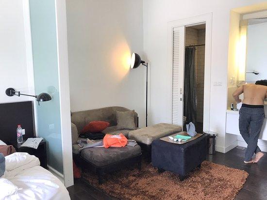 Morrissey Hotel Residences: Kamar 305