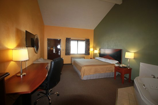 Econo Lodge Inn & Suites: Whirlpool Suite Room with Business Desk, Chair and 32' TV