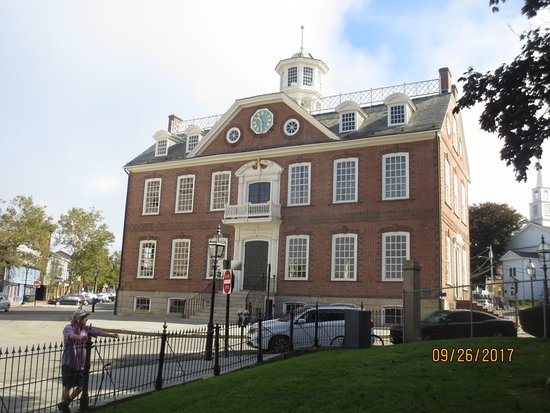 Colony House: Exterior