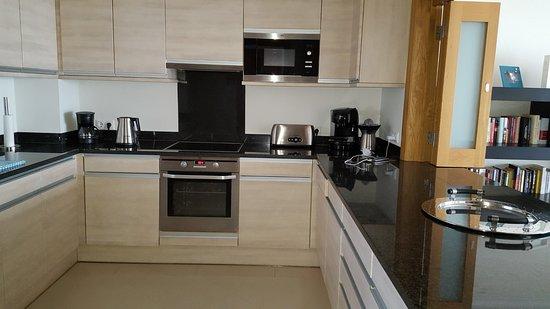 Dunas Douradas Beach Club: kitchen in apartment