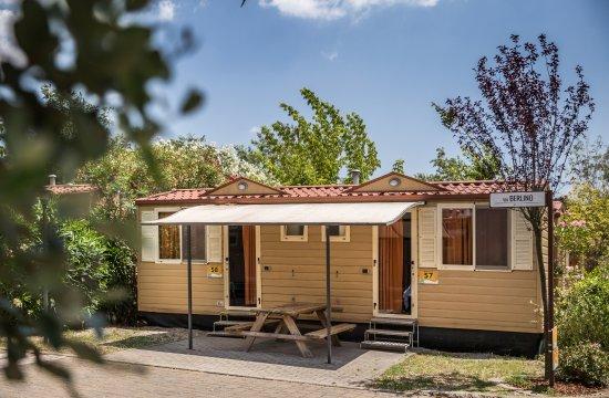 Simple bungalow photo de camping village roma rome for Minimalist bungalow
