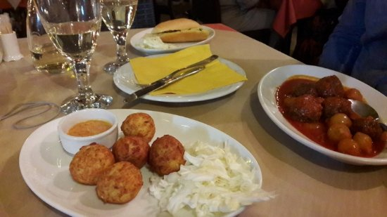Apollon greek tavern nidri restaurantanmeldelser for Apollon greek and european cuisine