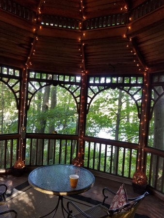 Allegan, MI: Twinkly light private gazebo overlooking pond
