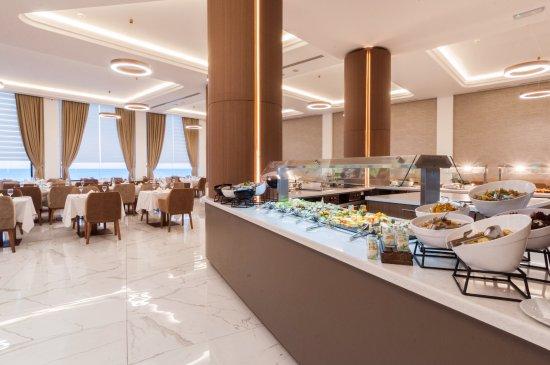 Golden Tulip Vivaldi Hotel: Golden Tulip Hotel Restaurant, buffet area