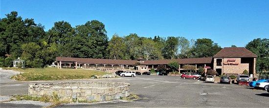 Chalet Inn & Suites Photo