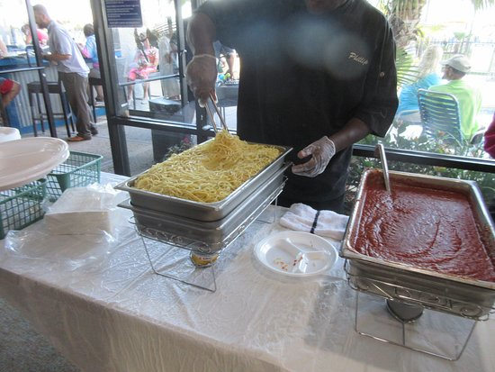 Dayton House Resort: 1st Wednesday evening taco feast with wine & here
