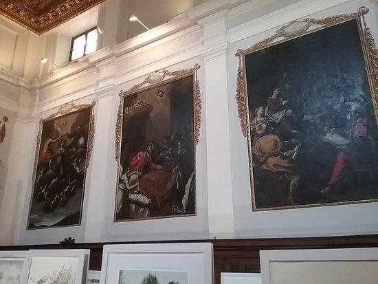 Fabriano, Italia: Картины старых масторов на стенах аббатства