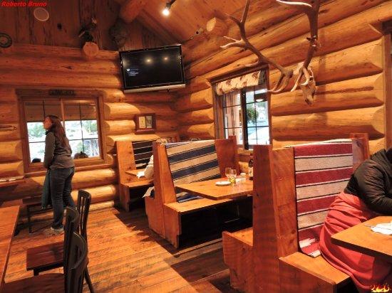 Cowboy Lodge and Grill: Sala interna