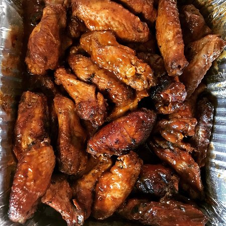 ‪‪Scottsboro‬, ألاباما: Grab extra napkins for our tangy and slightly spicy sloppy smoked wings.‬