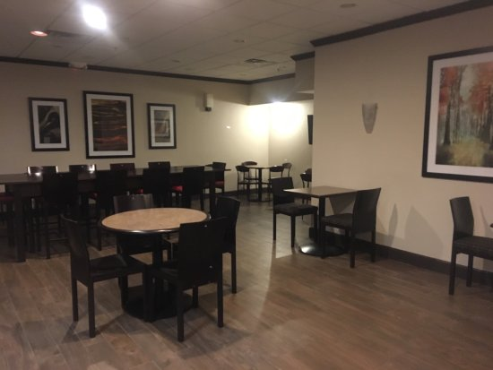 West Haven, CT: Lobby and breakfast area