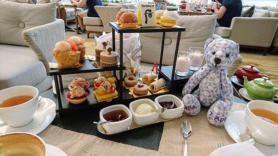 Lobby Lounge (InterContinental Hong Kong): Tea set