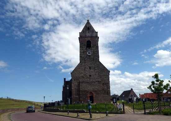 Friesland Province, The Netherlands: Kirche in Wierum, direkt hinter dem Dein