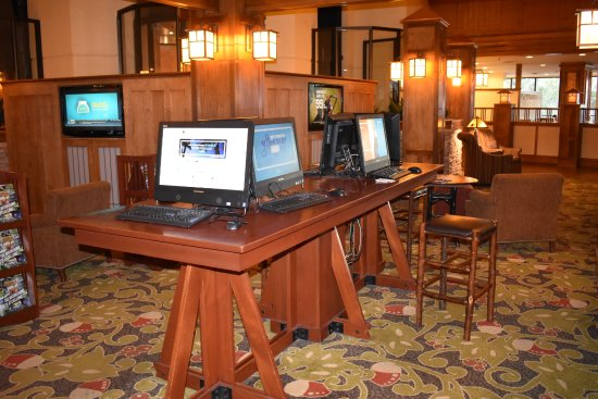 Park Vista - DoubleTree by Hilton Hotel - Gatlinburg: Business center and sitting area