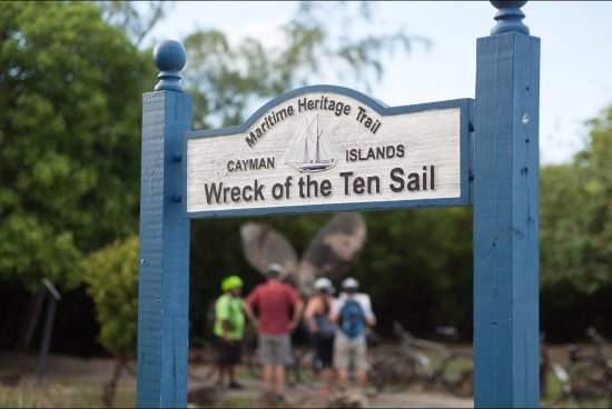 East End, Grand Cayman: Wreck of the Ten Sails stop and teach.