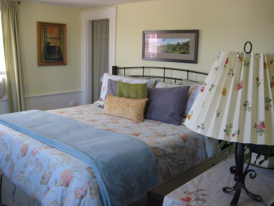 Mary's by the Sea Rockport : Bedroom