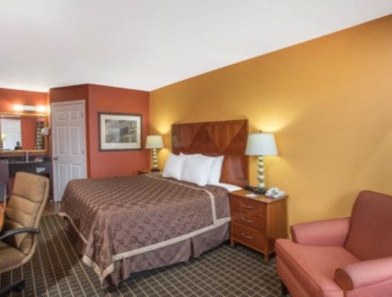 Travelodge by Wyndham Commerce GA Near Tanger Outlets Mall Photo