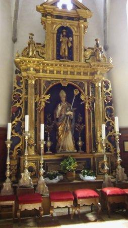 Ossana, Italia: Altare in legno dorato