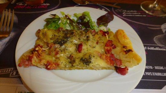 Jussac, Francia: Tarte au cantal et lardons