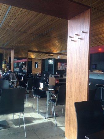Restaurant Felders: Inneres und überlange Bar