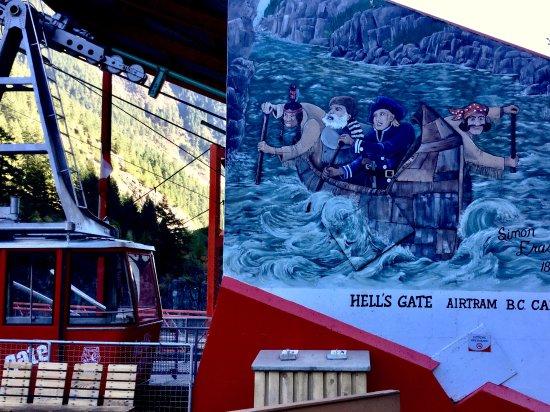 Boston Bar, Canadá: Belle murale sur le site qui raconte l'histoire de la découverte de la gorge.