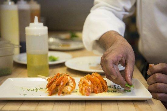 Sun Peaks, Canadá: Plating the Chili Shrimp