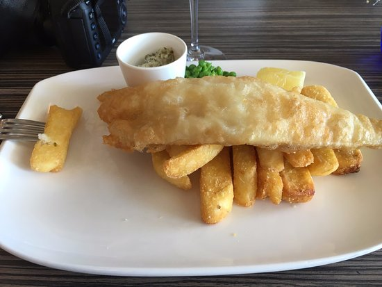 Upper Deck at The Christchurch Harbour Hotel & Spa : Fish and chips with a delicious caper based tartare sauce