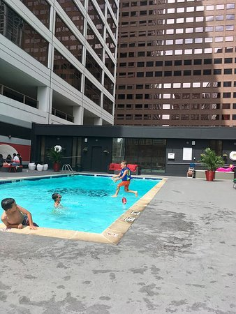 Sonesta Philadelphia Downtown: Rooftop pool