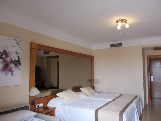 GF Fanabe: Bedroom for 3 (Dbl twin beds and sofa bed)