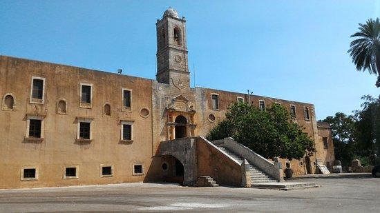Holy Trinity Monastery (Agia Triada): Entry from park- Ingresso dal parcheggio