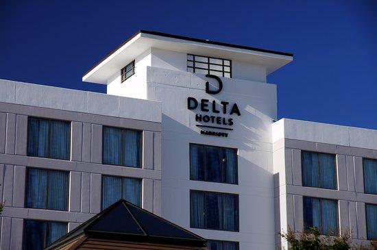 Delta Hotels by Marriott Chesapeake Exterior