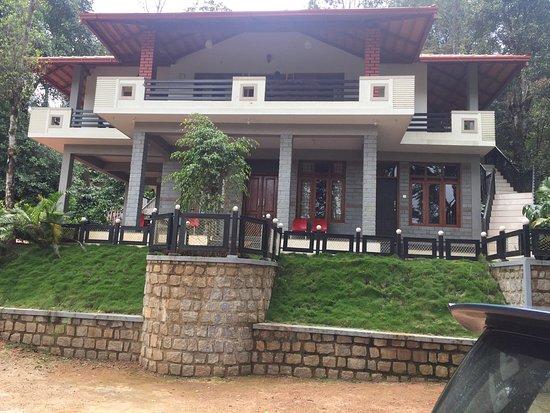 Madikeri Hotel Rooms Price
