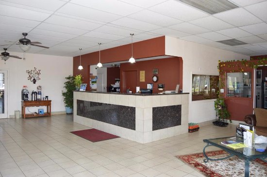 Regency Inn and Suites: Lobby