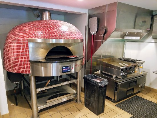 East Dennis, MA: Pizza oven was imported from Italy, Chef told me