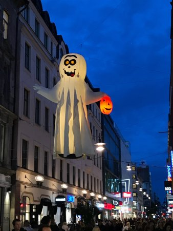 Drottninggatan: Getting ready for the Halloween 2017