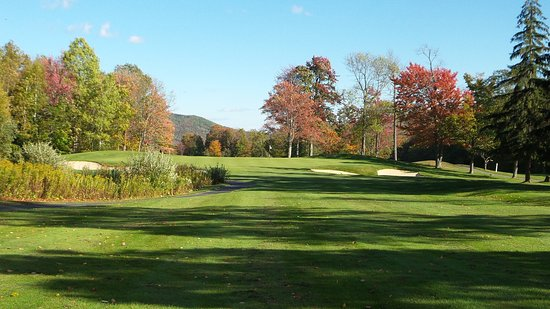 South Londonderry, VT: Hole 7 on the Lakes course at Stratton Golf Club. Nice Par 3!