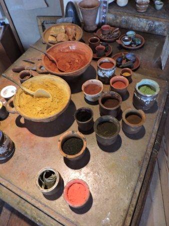 Musée de la maison de Rembrandt : Learn how to grind paints...