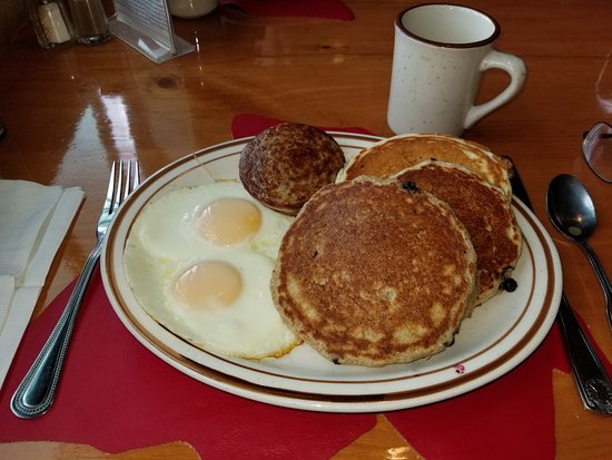 Sugar Hill, Nueva Hampshire: Kathie's Combo with sausage, three totally different pancakes