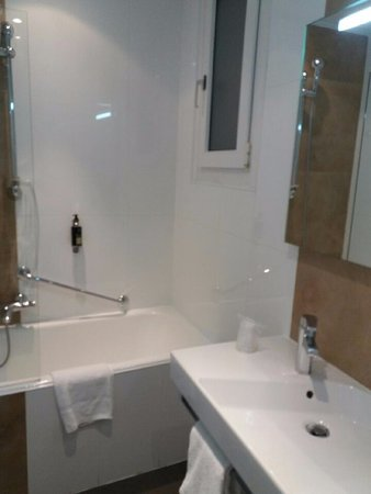 Hotel San Carlu Citadelle: Belle sdb avec baignoire