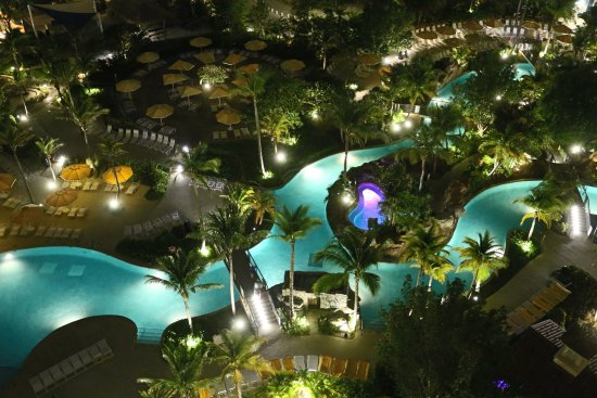 Marriott's Aruba Surf Club: Evening view from room of pool
