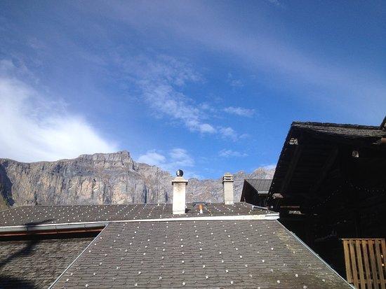 Albinen, Suiza: Vue sur les sommets, vers le nord (massif de la Gemmi) depuis la suite