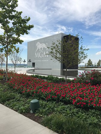 Oxon Hill, MD: These photos should be attached to my October 2017 review of the MGM National Harbor Resort (Hot
