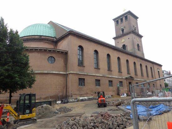 Church of Our Lady - Copenhagen Cathedral: l'abside, il fianco sx e il campanile