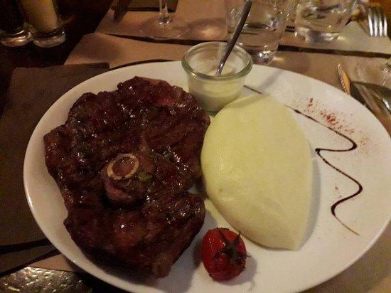Restaurant Au Jeu De Paume : cote de mouton et sa sauce roquefort avec son aligot, et là vous étes blindé......