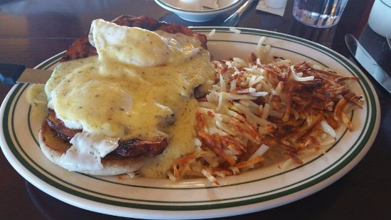 Airway Heights, WA: Eggs Benedict- Yummy!!