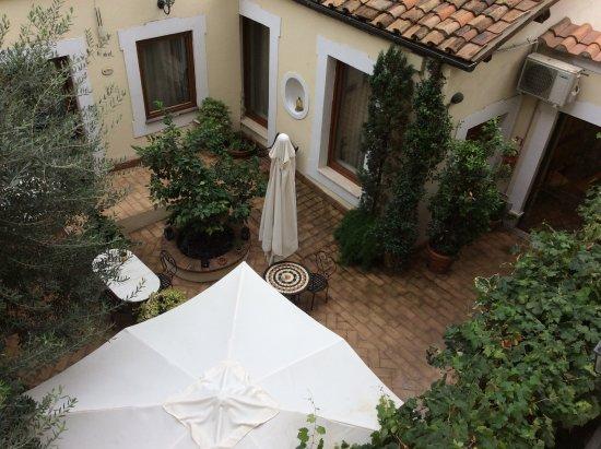 Relais Le Clarisse in Trastevere: Courtyard